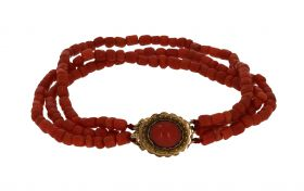 3-snoers antieke bloedkoraal armband gouden filgrein sluiting