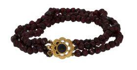 Granaten dames / kinder armband aan 14 karaats gouden slot