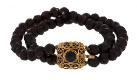 Granaten dames armband aan bewerkte 14 karaats gouden sluiting