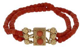 2-voudige antieke bloedkoraal armband 14 karaats gouden slot