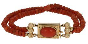 2-strengs bloedkoraal armband aan grote 14 karaats gouden sluiting