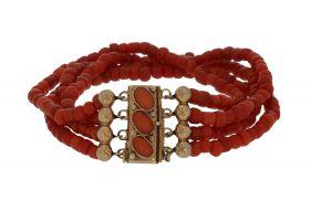 Antieke 4-strengs bloedkoraal armband gouden sluiting