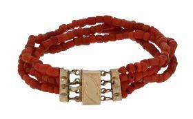 Fijne bloedkoraal antieke armband 14 karaats gouden sluiting