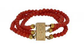 3-strengs bloedkoraal armband aan bewerkte 14 karaats gouden sluiting