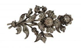 Fraai antieke broche bloemvorm met 25 roosgeslepen diamanten