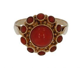 14 karaats gouden Vintage entourage ring 11 bloedkoralen