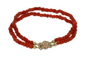 2-strengs bloedkoraal kinder armband 14 karaats gouden antieke sluiting