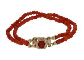 Bloedkoralen kinder armband aan 14 karaats gouden antiek slot