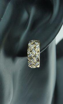 Bewerkte 14 karaats gouden bicolor dames oorbellen met diamanten