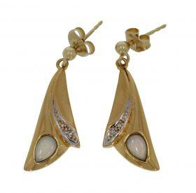 14 karaats gouden oorbellen met opaal en diamanten