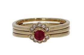 2-delige 14 karaats gouden ring met 10 diamanten en robijn