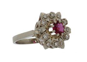 14 karaats witgouden entourage ring 1 robijn en 12 diamanten