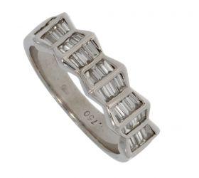18 karaats witgouden ring met 30 baquette geslepen diamanten