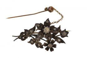 Antieke gouden en zilveren takbroche 15 roosgeslepen diamanten