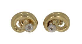 14 karaats gouden oorstekers met 2 diamantjes