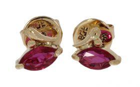 14 karaats gouden oorstekers met robijn