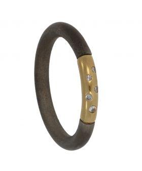 Edelstalen met gouden ring bezet met 5 diamanten