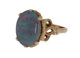 14 karaats gouden ring met Opaal triplet in fraaie zetting